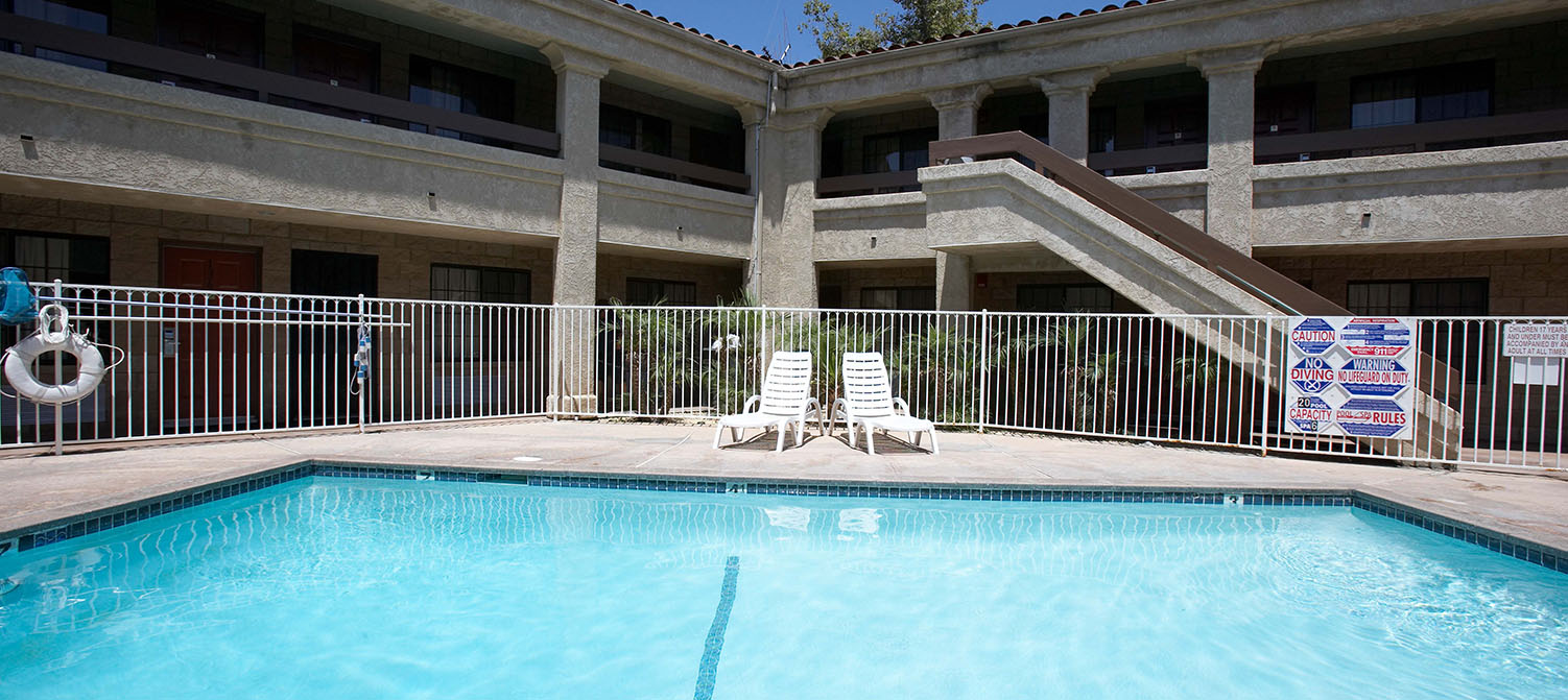 ENJOY FAMILY-FRIENDLY ACCOMMODATIONS AND AMENITIES AT PREMIER INNS THOUSAND OAKS. TAKE A DIP AND ENJOY OUR POOL AND SPA