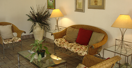 WELCOME TO PREMIER INNS THOUSAND OAKS - LOBBY SEATING