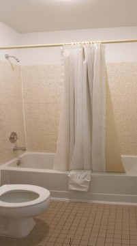 Welcome To Premier Inns Thousand Oaks - Private Bathroom