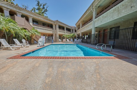Welcome To Premier Inns Thousand Oaks - Pool Area
