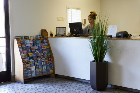 Welcome To Premier Inns Thousand Oaks - Reception Desk