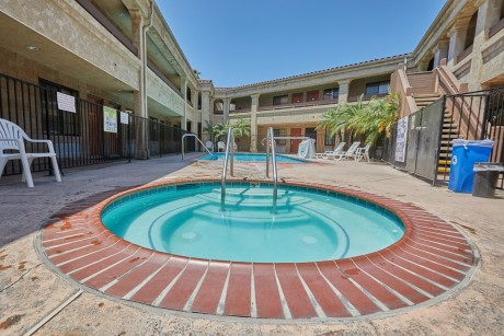 Welcome To Premier Inns Thousand Oaks - Hot Tub